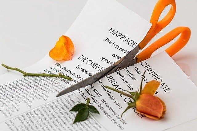 חוזה נישואים קרוע