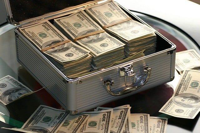 מזוודה מלאה בדולרים