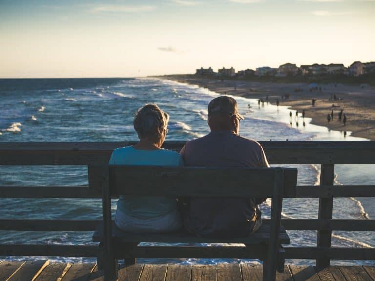 זוג מבוגרים בגיל הפרישה