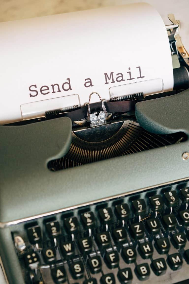 מכונת כתיבה עם מייל