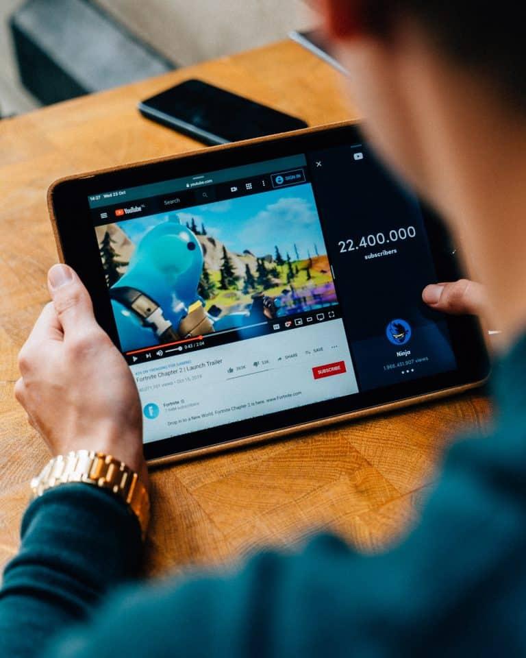 גולש בערוץ יוטיוב עסקי