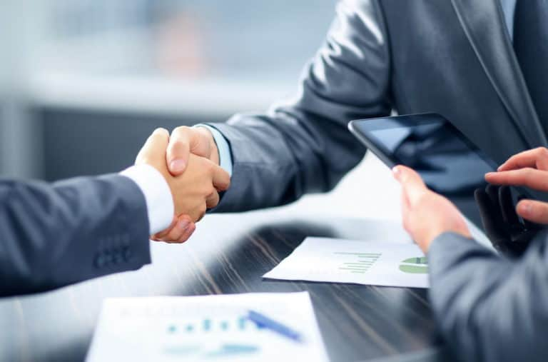 הלוואה לעסק בבנק או מחוץ לבנק